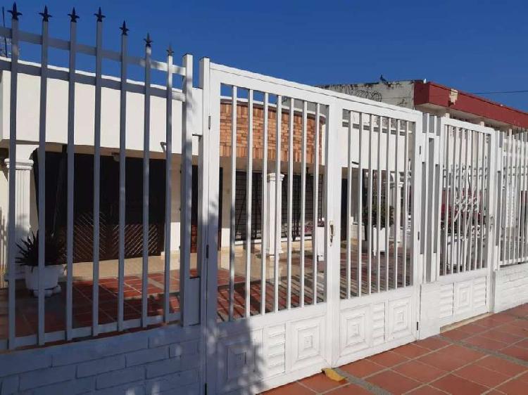 Casa en Venta Santa Ana. AMPLIA Y CON FACHADA REMODELADA
