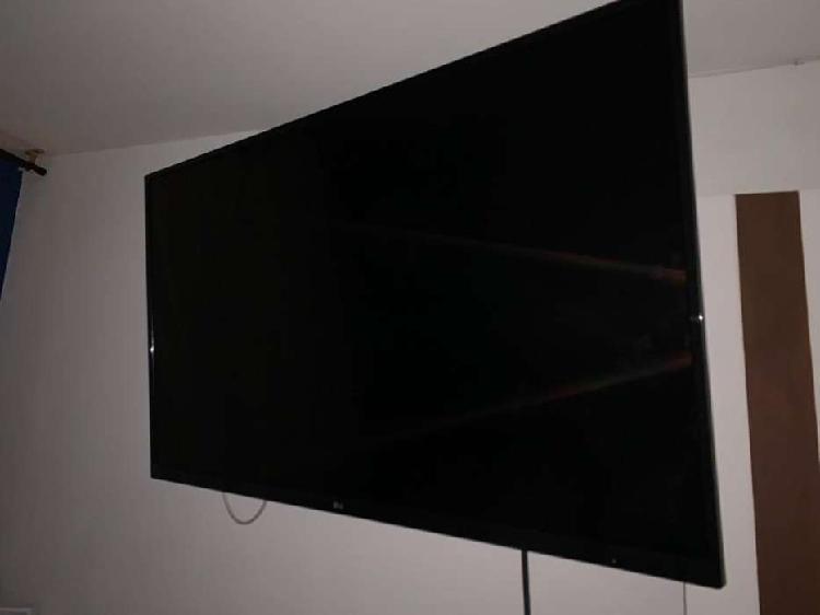 Televisor LG de 49 pulgadas SMART TV.