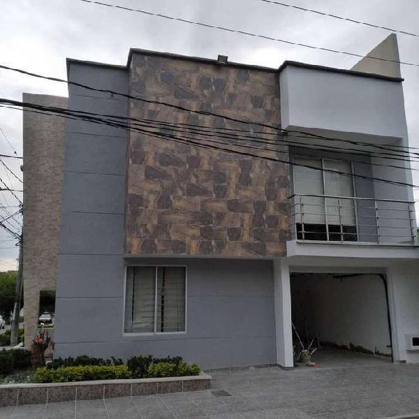 En Venta Casa de 3 pisos Barrio la Julia (Buga - Valle)