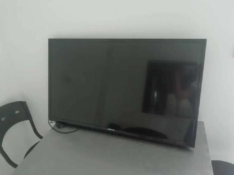 TV SAMSUNG DE 40 PULGADAS COMO NUEVO