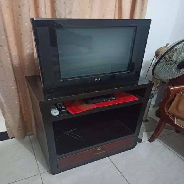 TV LG Convencional más mesa de TV