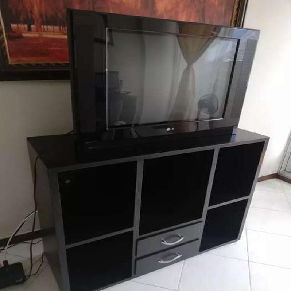 Vendo un TV LG 29 pulgadas + mesa para TV
