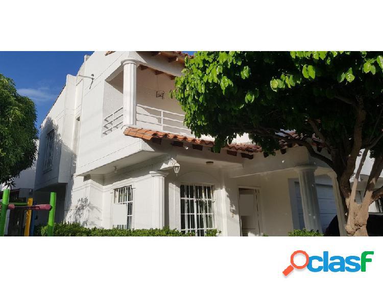 Alquilo Linda Casa en conjunto cerrado en Santa Marta –