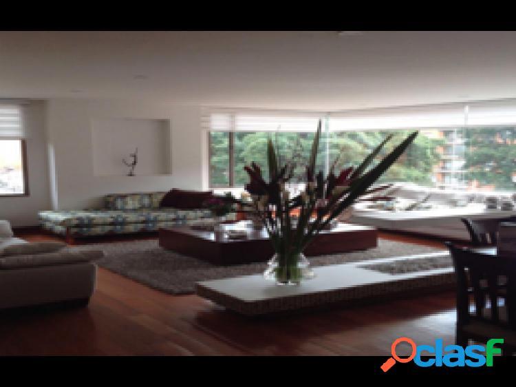 Apartamento duplex en venta, ubicado en Santa Bibiana