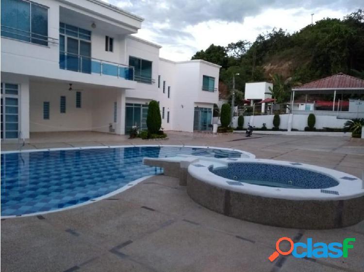 Casa 160 m2 - 4 alcobas Conjunto Cerrado Melgar (Tolima)