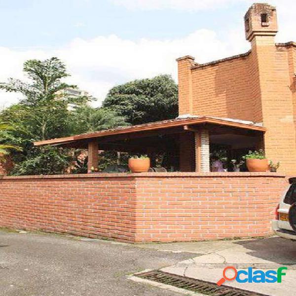 Casa En venta en Medellín poblado Los Parra