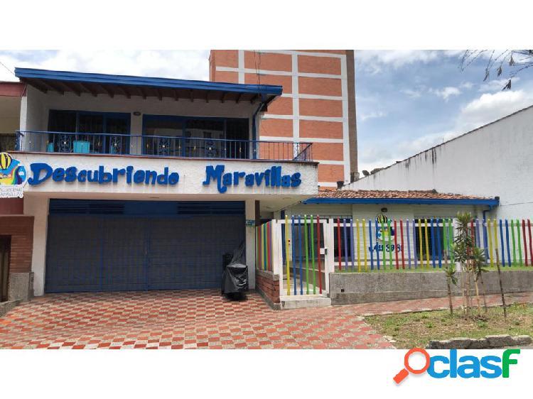 Casa Lote en venta en La Castellana Medellín