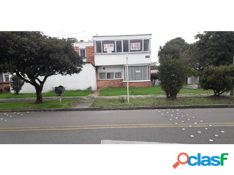 Casa Niza Antigua 250 mts2 venta $900 mm Arriendo $3.9 mm