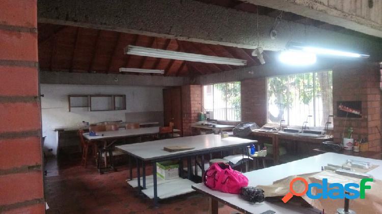 Casa en arriendo en Medellín Bostón