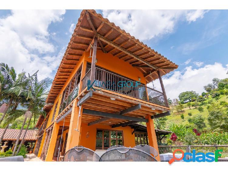 Casa para la venta ESPECTACULAR en el Chingui.