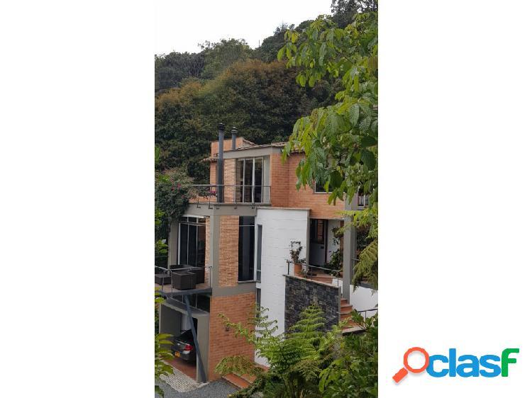 Hermosa casa en venta en Envigado, Loma del Escobero