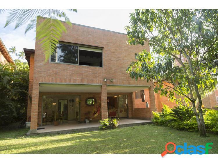 Hermosa casa en venta en el Poblado sector el Campestre