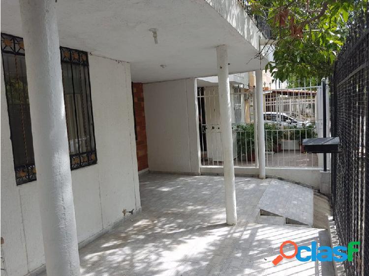 Se arrienda casa de 2 pisos en Balcones del Libertador