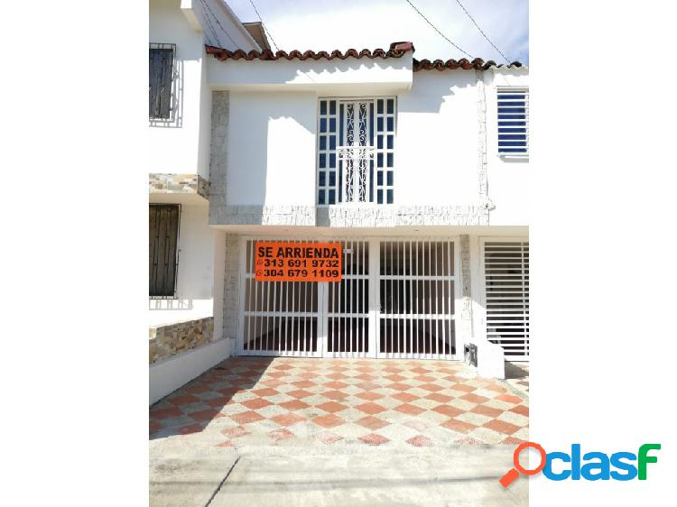 Se renta casa de 2 pisos en el Barrio Colombina