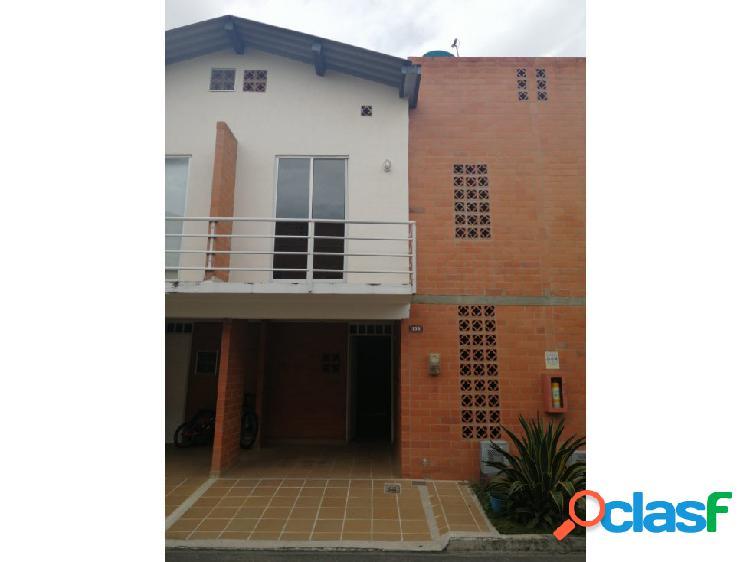 Se renta casa en el conjunto Casas del Saman III