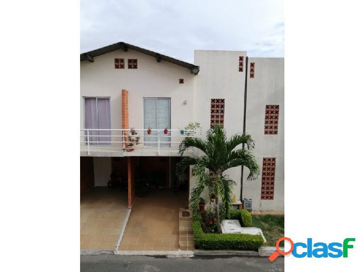 Se vende casa en ciudad Santa Barbara en Palmira