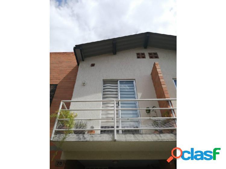 Se vende casa en condominio en ciudad santa Bárbara