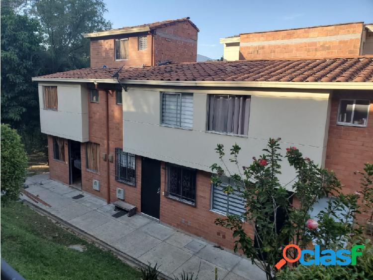 Venta de casa unifamiliar en Loma de los Bernal, Medellín