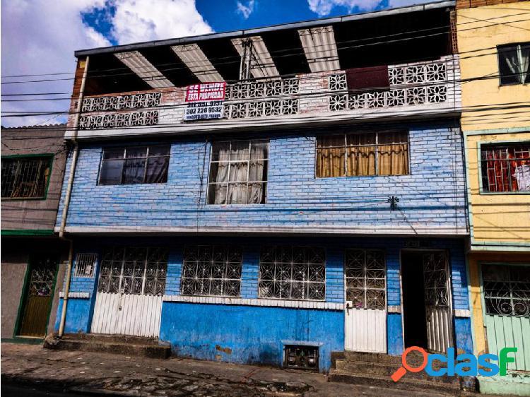 casa en San Vicente Ferrer de 194 mts2, de 3 pisos, rentando