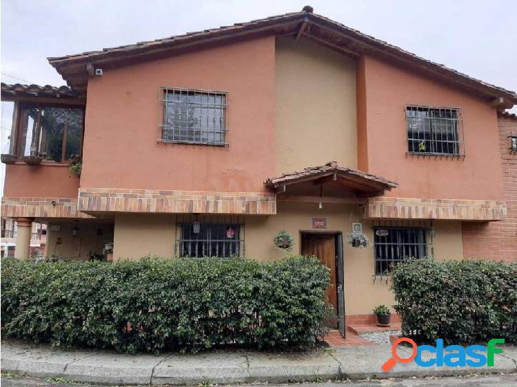 Hermosa casa multifamiliar en Rionegro san Antonio de