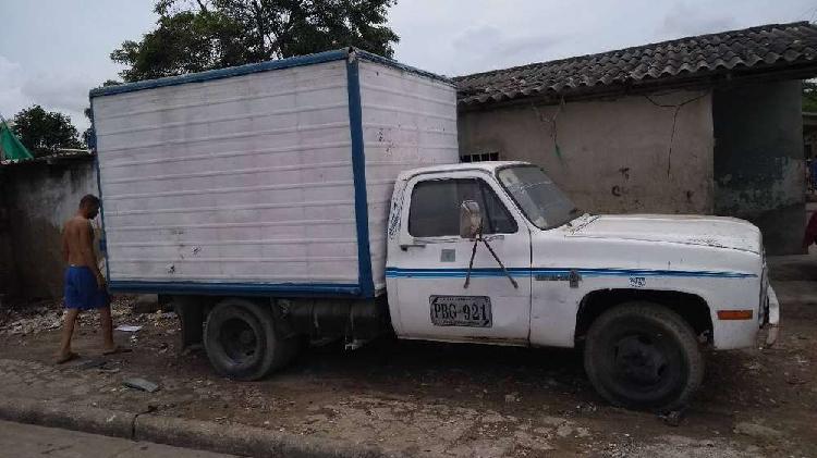 Alquilo camión Chevrolet 350