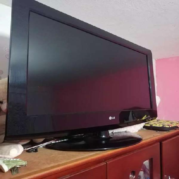 Vendo TV lg de 32 pulgadas con control remoto en excelente