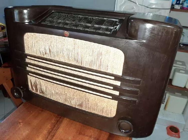 Antiguo radio Philips de tubos o bulbos año 1950
