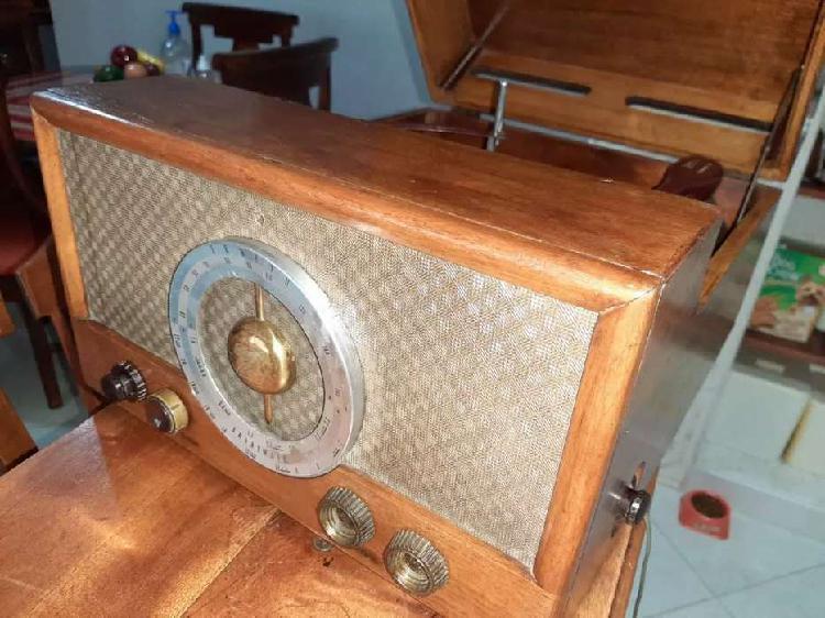 Antiguo radio fonógrafo Zenith Cobra MATIC. De 1950/1960