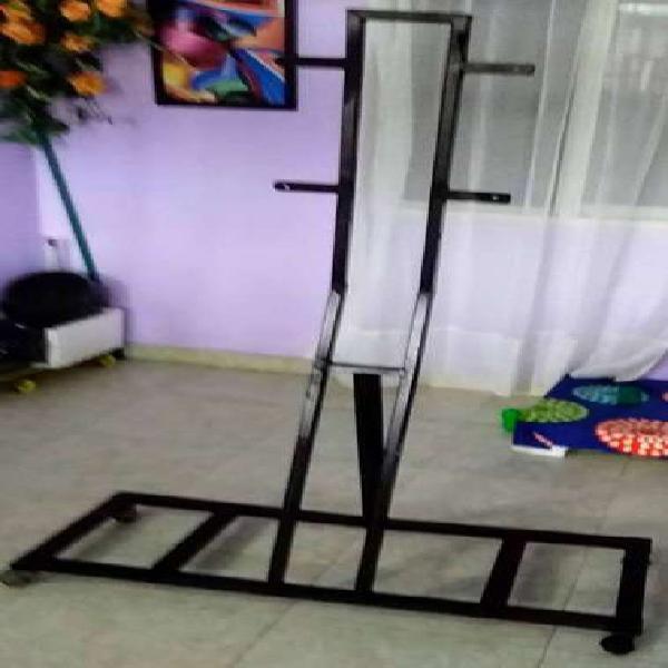 Base soporte de piso para televisor con ruedas