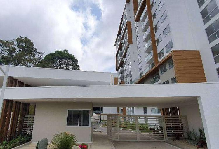 Estrene apartamento, 9 piso, Avenida Centenario. Conjunto