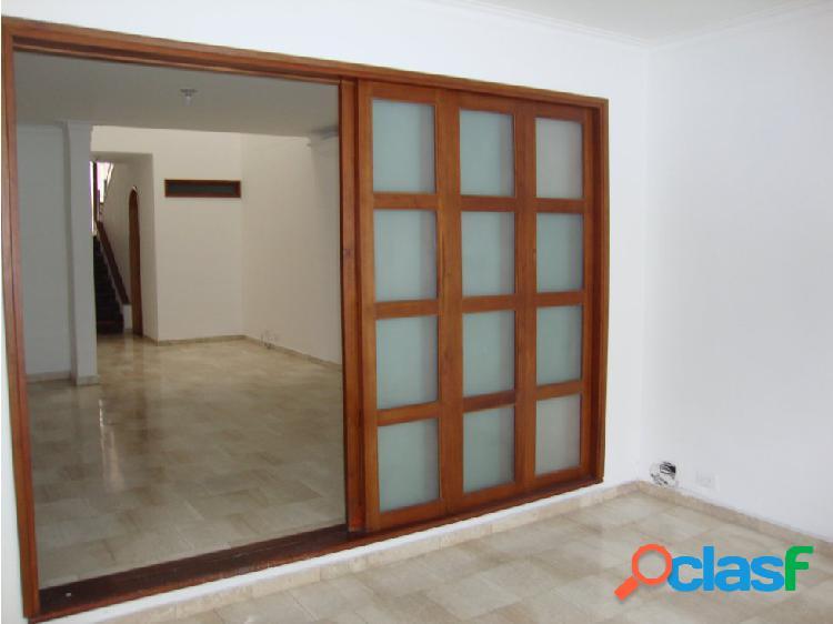 Amplia casa para la venta en el Poblado cerca de las Palmas