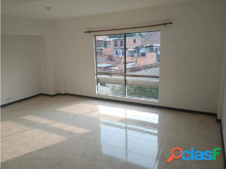 Amplio apartamento en venta en La Mota, Medellín