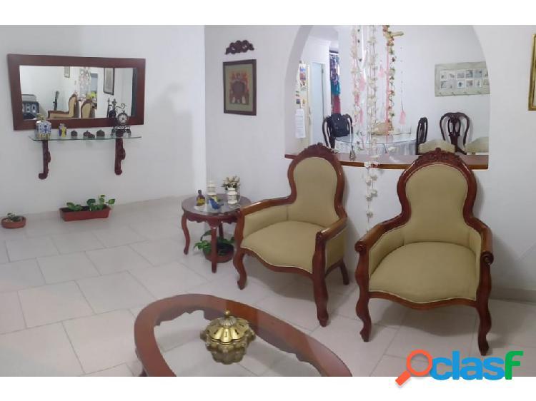 Casa con local en venta de 120 m2 en La Mina en Envigado