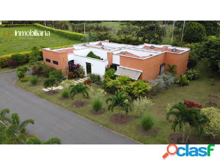 ID 083113 Casa Campestre en Cerritos