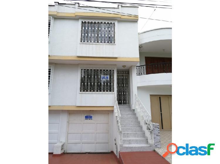 Se renta casa de 3 niveles en el barrio Las Flores