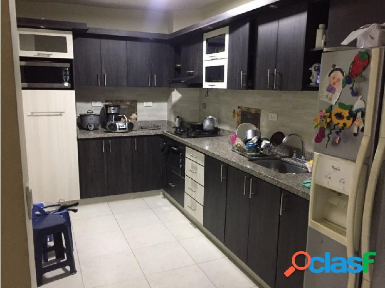 Se vende casa en Calasanz.