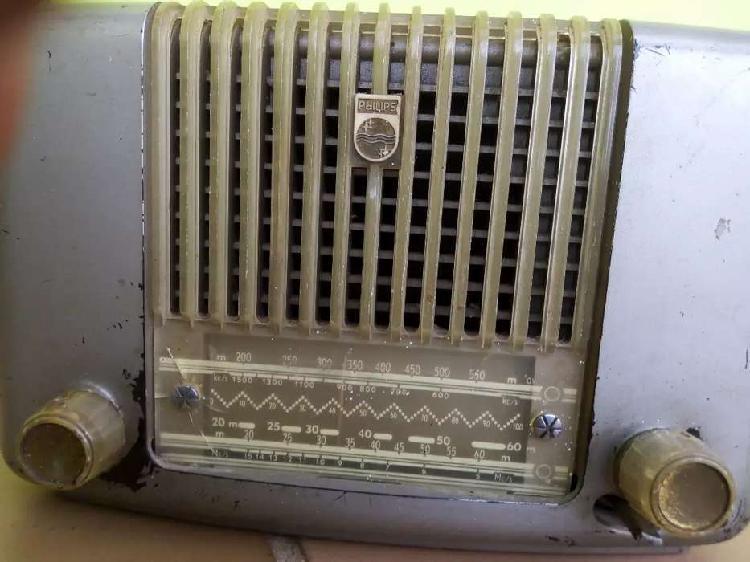 Radio antiguo Philis. Cali