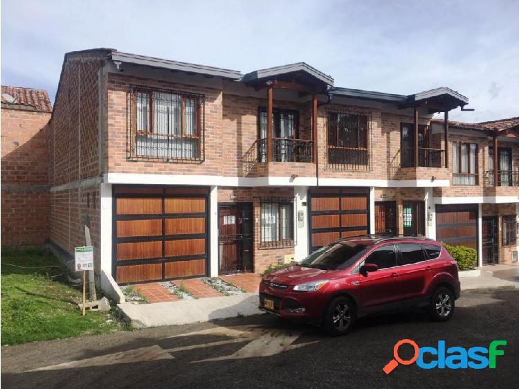 VENDO CASA EN SAN ANTONIO DE PEREIRA RIONEGRO AREA 140 M2