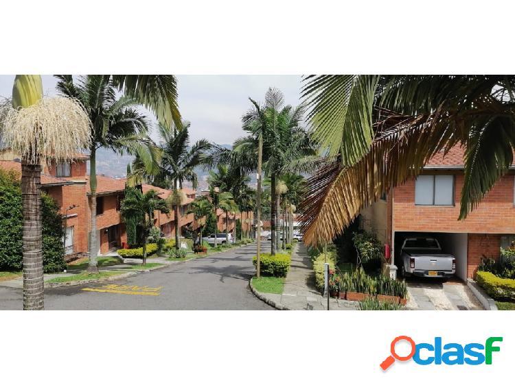 Casa en venta en unidad cerrada en Envigado Antioquia