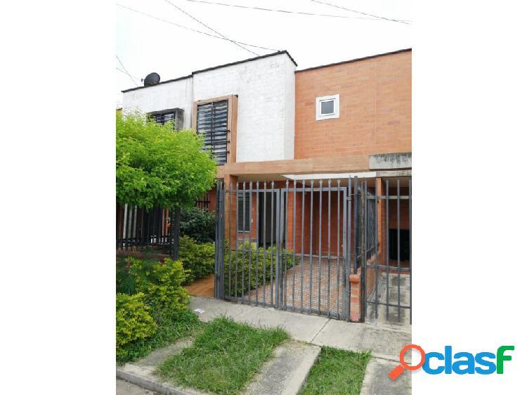 Se renta casa de 2 plantas en el barrio Santa Ana