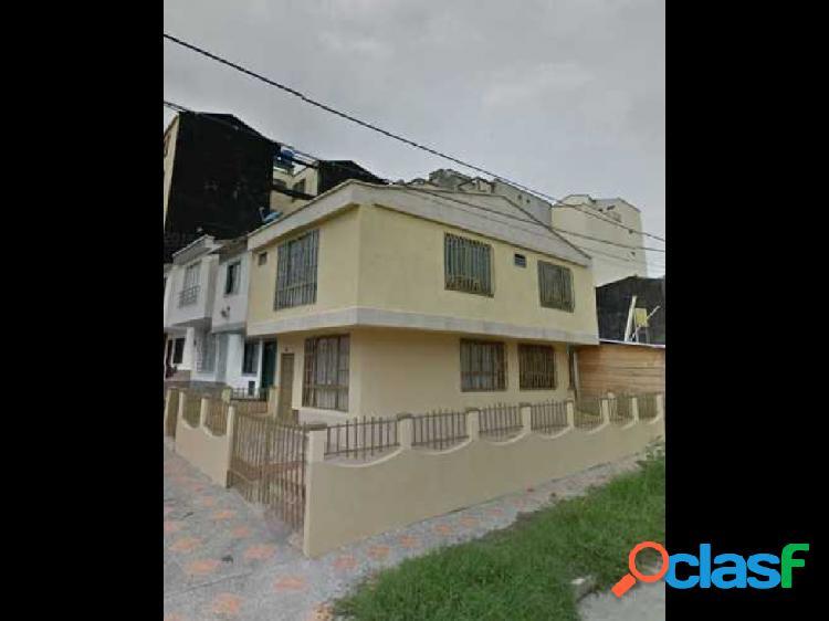 Venta de casa ubicada en el sector barrio Las Américas