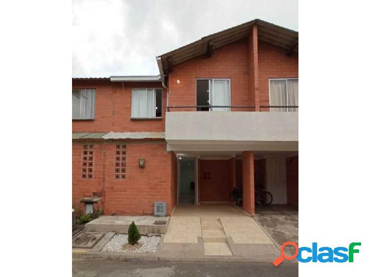 Se vende casa de 2 niveles conjunto Palmas de la Hacienda en